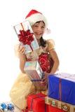 Bambina con i contenitori di regalo di natale del lotto Fotografie Stock Libere da Diritti