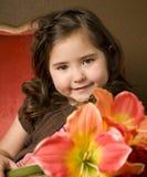 Bambina con i fiori Fotografie Stock Libere da Diritti