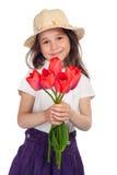 Bambina con i tulipani rossi immagini stock