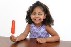 Bambina con Icepop immagine stock