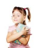 Bambina con il contenitore di regalo blu Fotografia Stock Libera da Diritti