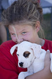 Bambina con il cucciolo Immagini Stock Libere da Diritti