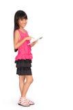 Bambina con il pc della compressa di tocco Fotografia Stock
