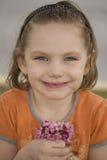 Bambina con il Posy fotografie stock libere da diritti