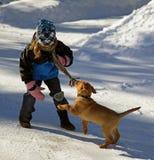 Bambina con il suo cucciolo Fotografie Stock