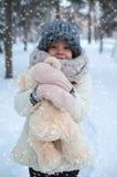 Bambina con l'orso di orsacchiotto Fotografie Stock