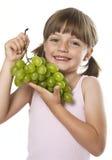 Bambina con l'uva Fotografia Stock