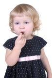 Bambina con la caramella di cioccolato Fotografia Stock