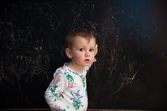 Bambina con la lavagna Immagini Stock Libere da Diritti