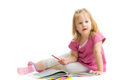 Bambina con la matita rossa isolata Immagini Stock