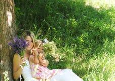 Bambina con la sua madre Fotografie Stock Libere da Diritti