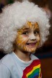 Bambina con la vernice del fronte Fotografia Stock