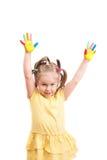 Bambina con le dita della mano colorata Fotografia Stock Libera da Diritti