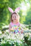 Bambina con le orecchie del coniglietto di pasqua Fotografie Stock