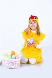 Bambina con le uova di Pasqua Immagini Stock