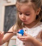 Bambina con le uova di Pasqua Fotografia Stock Libera da Diritti