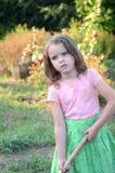 Bambina con un bastone immagini stock libere da diritti
