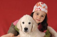 Bambina con un documentalista dorato immagine stock
