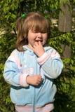 Bambina curiosa Fotografia Stock Libera da Diritti