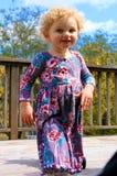Bambina dai capelli bionda sveglia Fotografie Stock Libere da Diritti