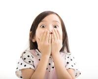 Bambina del primo piano con il fronte sorpreso Fotografia Stock