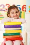 Bambina con i libri Fotografie Stock