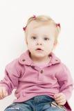 Bambina di seduta Immagini Stock