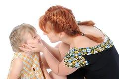 Bambina divertente con la sua madre. Fotografia Stock