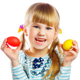 Bambina dolce con l'uovo di Pasqua giallo Fotografie Stock Libere da Diritti