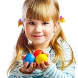 Bambina dolce con l'uovo di Pasqua giallo Immagine Stock Libera da Diritti