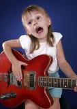 Bambina e chitarra Fotografia Stock Libera da Diritti