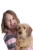 Bambina ed il suo cane di animale domestico fotografie stock