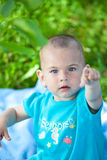 Bambina esterna Immagini Stock