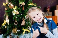 Bambina estremamente felice con i pollici su Immagine Stock Libera da Diritti