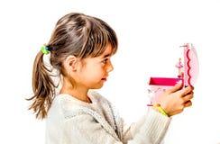 Bambina felice che ascolta la musica da di Music Box con baller Immagini Stock