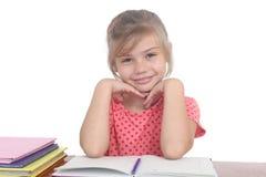 Bambina felice che fa compito Fotografia Stock Libera da Diritti