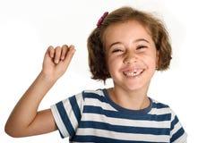 Bambina felice che mostra il suo primo dente caduto fotografia stock libera da diritti