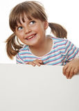 Bambina felice con lo spazio in bianco bianco immagine stock