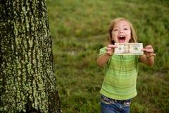 Bambina felice di Beautifull con la nota del dollaro Fotografia Stock