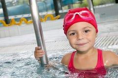 Bambina felice nella piscina Fotografia Stock Libera da Diritti