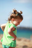 Bambina felice sulla spiaggia Fotografia Stock Libera da Diritti
