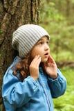 Bambina in foresta Immagini Stock Libere da Diritti