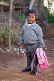 Bambina fuori alla scuola Fotografia Stock