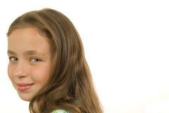 Bambina graziosa che esamina macchina fotografica Fotografie Stock Libere da Diritti
