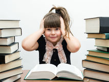 Bambina graziosa con i libri Immagine Stock