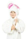 Bambina graziosa in costume del coniglietto su fondo bianco Immagine Stock