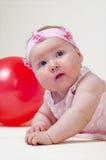 Bambina graziosa, su una priorità bassa bianca Fotografie Stock Libere da Diritti