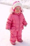 Bambina graziosa in tuta sportiva di inverno. Immagini Stock Libere da Diritti