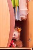 Bambina in guardaroba Immagini Stock