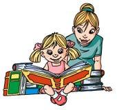 Bambina, leggente grande libro Fotografia Stock